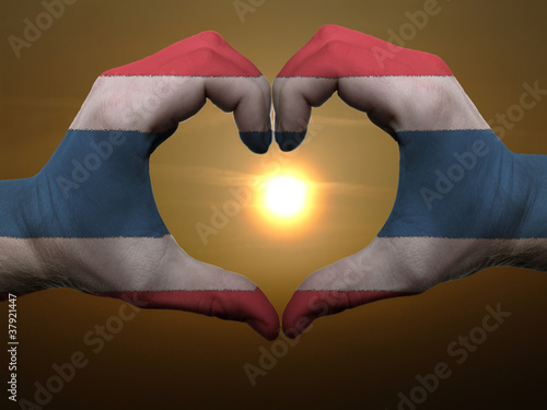 Poster Algérie Heart and love gesture by hands colored in thailand flag during