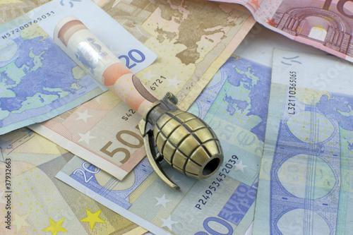 Fotomural Racket ed usura - Crisi dell'Euro - finanziamento del terrorismo
