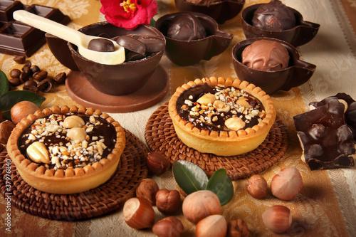 Tuinposter Koekjes Tortine di cioccolata con nocciole
