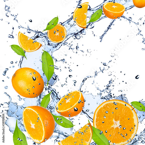 Foto op Canvas In het ijs Fresh oranges falling in water splash