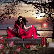 Schöne Frau Im Roten Abendkle...