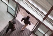 Personen Im Eingangsbereich