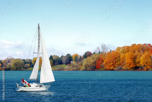 Fotografia  Canadian sailboat in the autumn