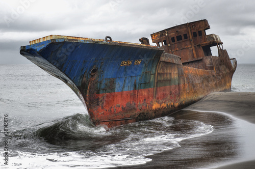 Foto op Canvas Schipbreuk Stranded ship, Cameroon