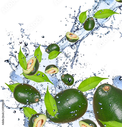Foto op Aluminium Opspattend water Fresh avocado in water splash,isolated on white background