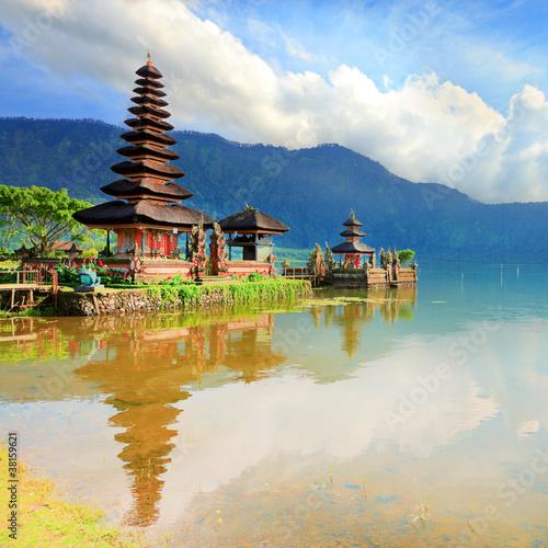 Photo Stands Bali Pura Ulun Danu