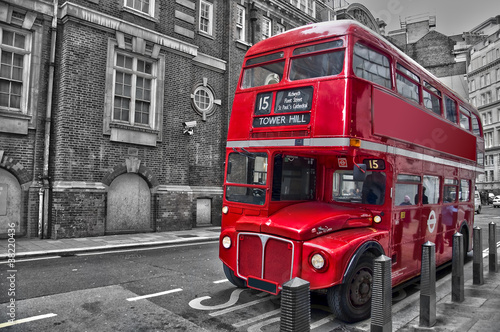 Poster Red, black, white Bus rouge typique - Londres (UK)