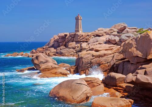 Leuchtturm Men Ruz an der Cote de Granite Rose Fototapete