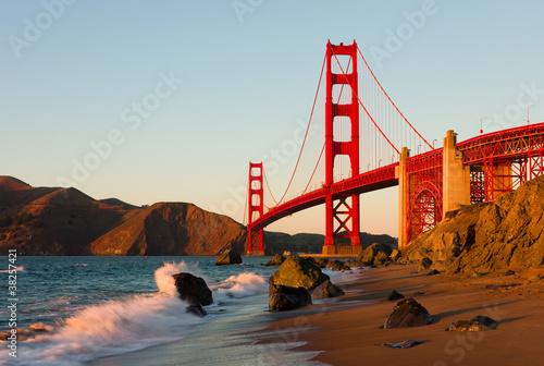 Foto-Leinwand - Golden Gate Bridge in San Francisco at sunset