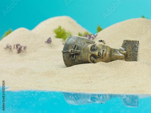 Spoed Foto op Canvas Turkoois nefertiti egyptian bust in miniature sandy landscape