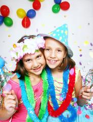 Niños de carnaval fiesta y disfraz.dos niñas disfraz.