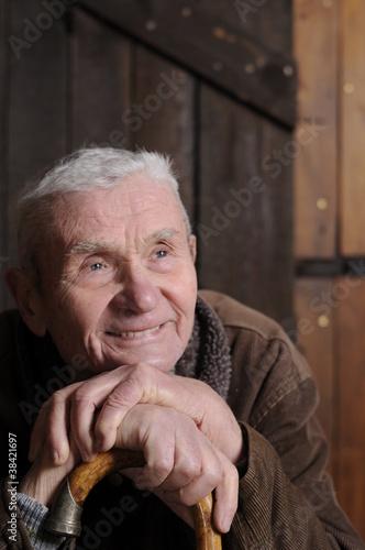 Fotografía  Zuversichtlicher alter Mann