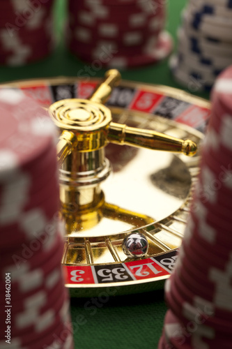 Beautiful gold roulette on a green background плакат