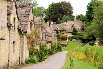 Fototapeta Uliczki Houses of Arlington Row in the village of Bibury, England