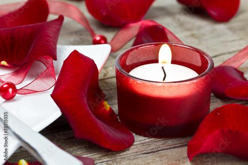 Teelicht mit Rosenblättern
