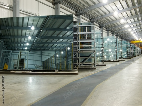 Fototapeta Large sheets of glass in a factory storage aera. obraz