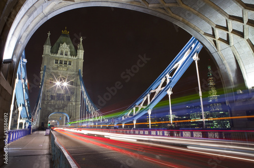 tower-bridge-w-nocy