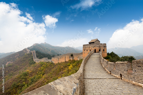 Poster Pékin the great wall with a blue sky background