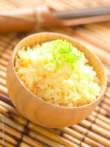 Photo  close up of a bowl of raw egg rice