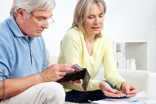 Foto-Schmutzfangmatte - Senioren zählen Geld (von Robert Kneschke)