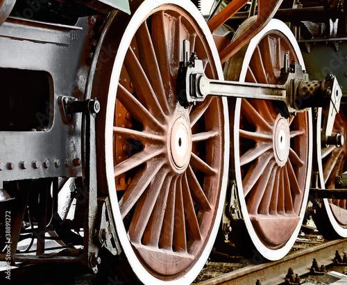 kola-zabytkowej-lokomotywy-parowej