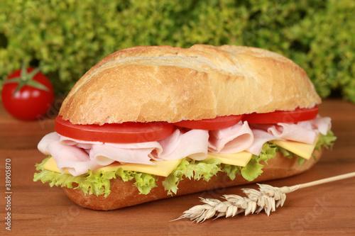 Staande foto Snack Sandwich belegt mit Schinken