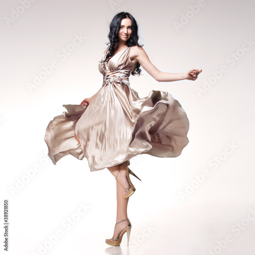 Fotografie, Obraz  brunette in waving dress