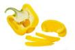 Aufgeschnittene gelbe Paprika auf weißem Hintergrund