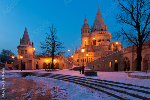 Foto Winter scene of the Fisherman's Bastion in Budapest