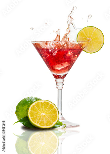 Staande foto Opspattend water Red martini cocktail with splash and lime isolated