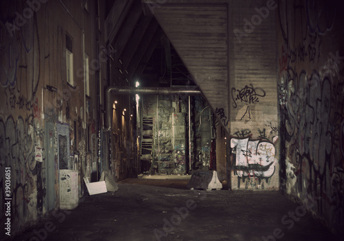 Canvas Print Dark alley