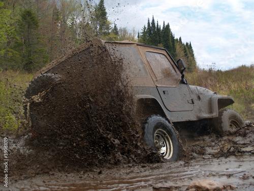 jeep-4x4-w-blocie-1-quebec-kanada