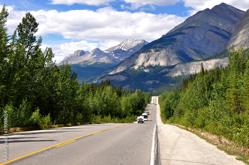 Fotografie, Obraz  Icefields Parkway between Canadian Rocky Mountains