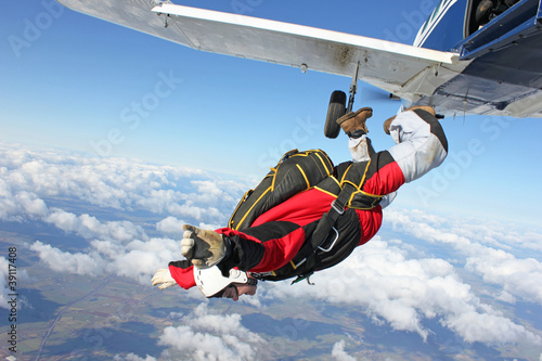 Skydiver jumps from an airplane Fototapeta