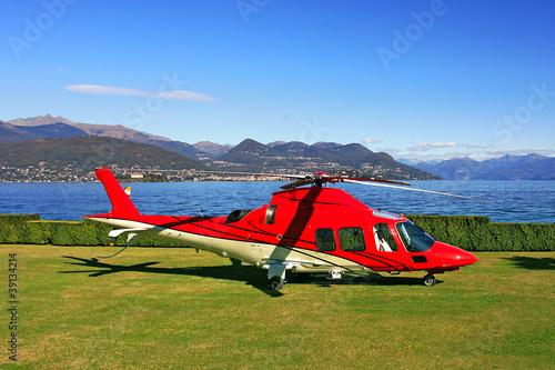 Türaufkleber Hubschrauber Red helicopter on the landing field.