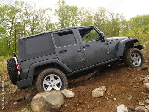 jeep-w-gorach-kanada
