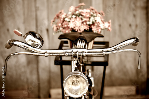 Poster Fiets Old bicycle and flower vase