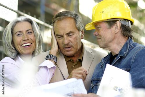 Fotografia, Obraz  Älteres Paar auf einer Baustelle