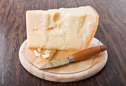 Staande foto Zuivelproducten Parmesan cheese piece with knife.