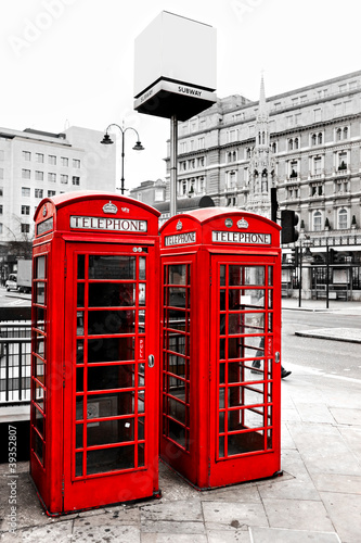 red-telephone-boxes-london-uk