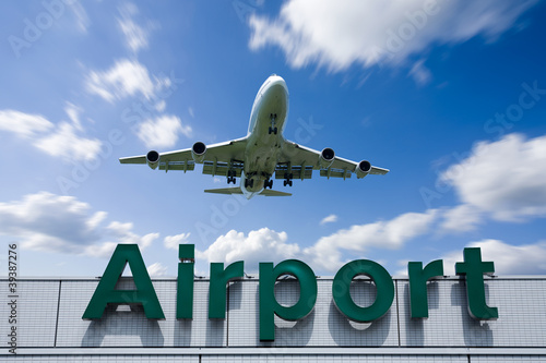 Keuken foto achterwand Luchthaven Aeroplane Clouds And Airport sign