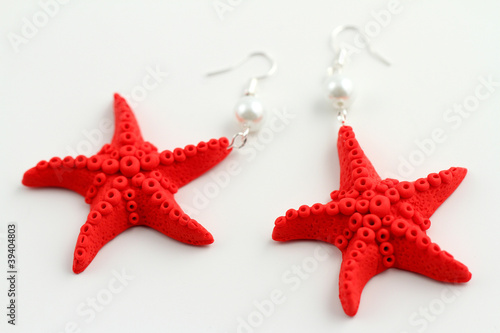 Photo  orecchini a forma di stelle marine rosse
