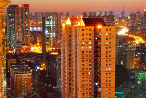 Fototapeta Großmetropole bei Sonnenuntergang