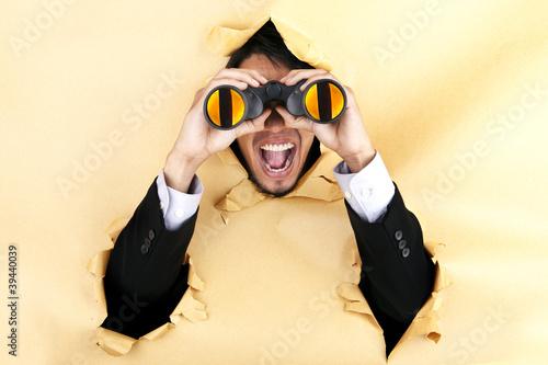 Photo  Shocked businessman with binoculars