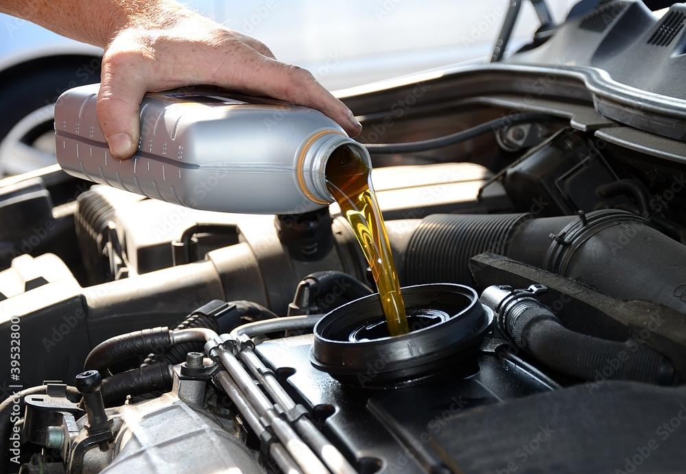 Fototapety, obrazy: Lubrificante per motore auto