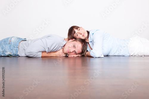 Obraz neue wohnung paar liebe - fototapety do salonu