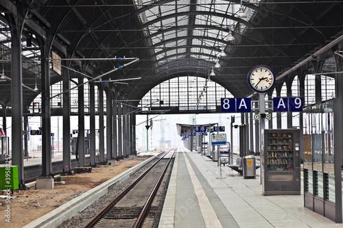 Foto auf AluDibond Bahnhof railway station in Wiesbaden
