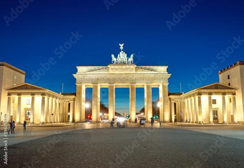 Keuken foto achterwand Berlijn The illiminated Brandenburg Gate at dawn
