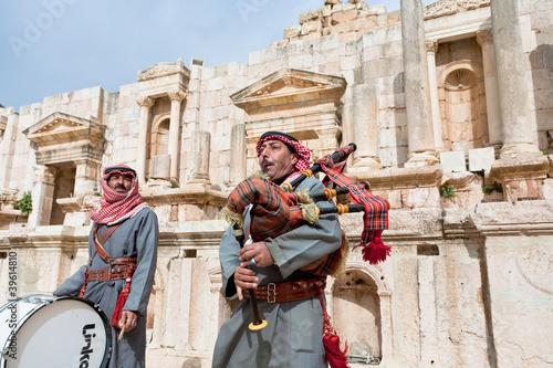 Fotografie, Obraz  bedouin plays on bagpipes in ancient town Gerasa in Jordan