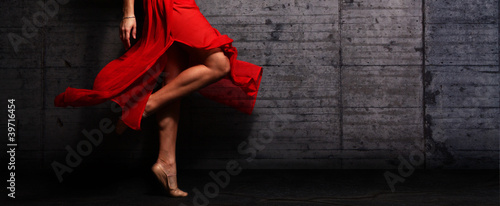 Obraz Red Dress - fototapety do salonu